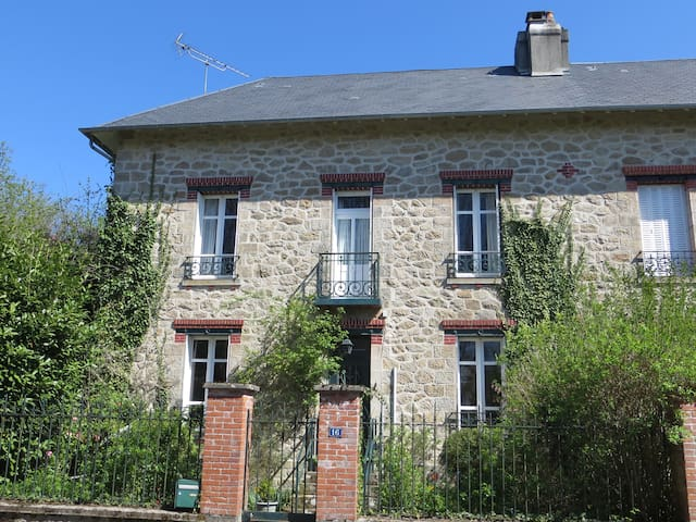Charming and spacious country house - Peyrat-le-Château - House