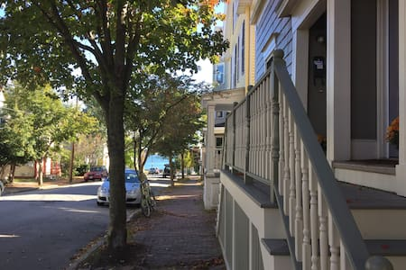 Charming 2-bedroom steps from the Eastern Prom