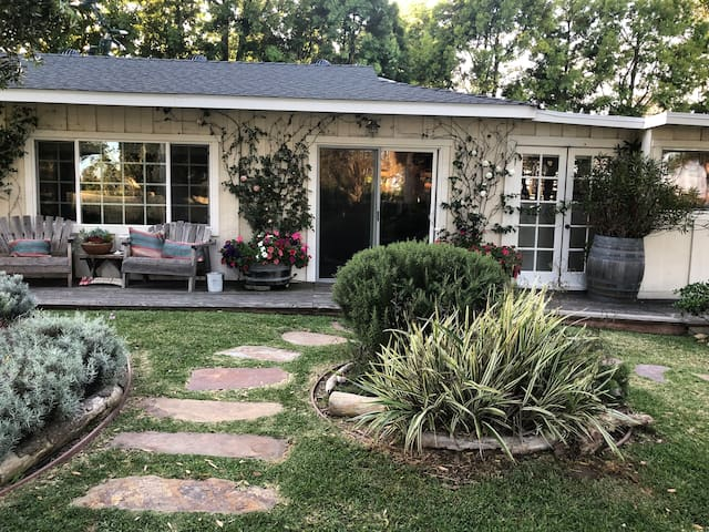Exclusive Point Dume Malibu Charming Cottage!