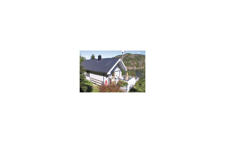 Holiday cottage with 3 bedrooms on 90m² in Lyngdal