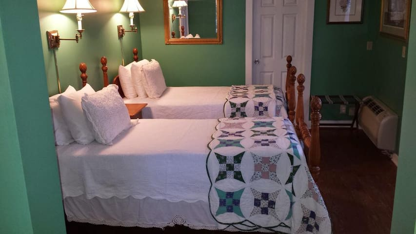 Historic Cornell Inn B&B - Harry · Twin beds, jetted tub, private patio, garden view