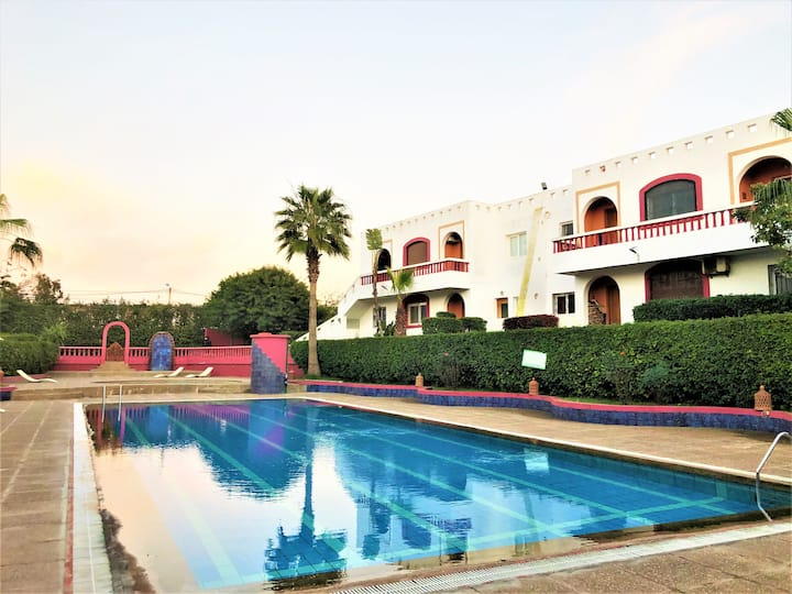 Bel Appartement avec piscine + Wifi a californie