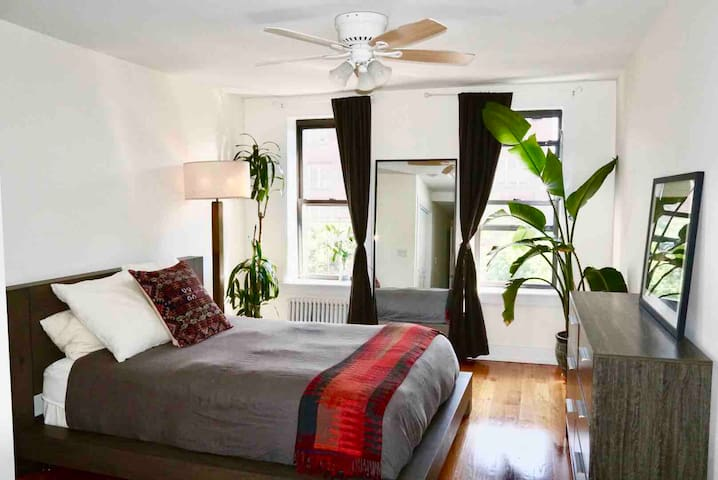 Quiet, comfortable & bright apt in East Village