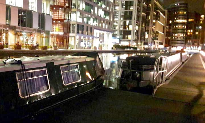 Cosy Houseboat on the canals of London