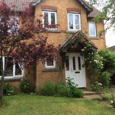 Double Room in Quiet Modern House - St Leonards on Sea - Rumah