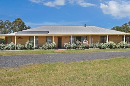 COUNTRY BEAUTY -   The Perfect Retreat in Town - Yarrawonga - House