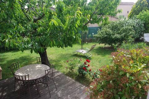 Chambre privative avec jardin