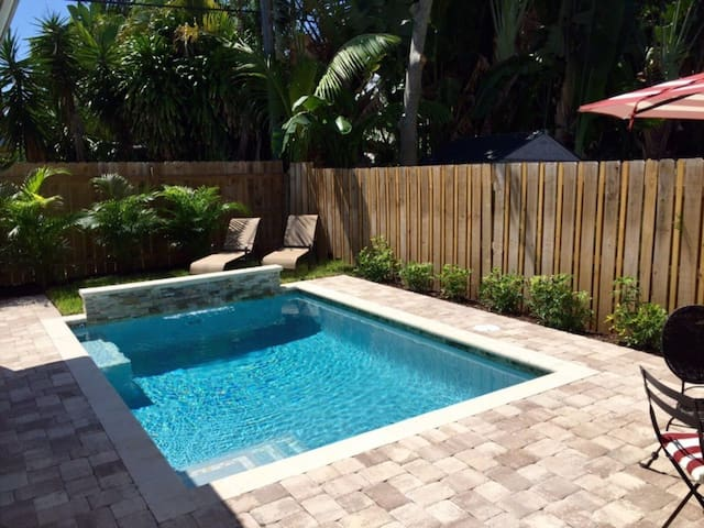 Rent a Luxury Apartment Close to the Beach, West Palm Beach Apartment 1829
