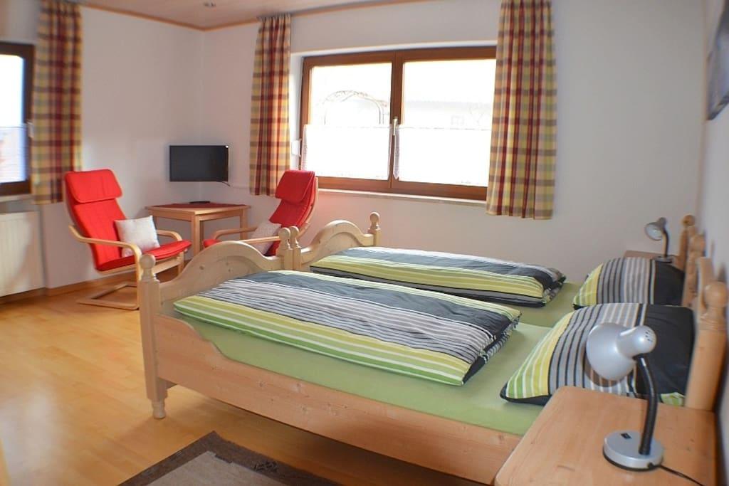 Zwei Einzelbetten, Platz für Zusatzbett 5.Peson