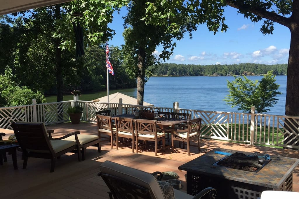 Huge shaded deck: table seats 8, gas fire-pit, chairs & chaise lounges, grill