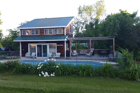 Pool Cottage, Pool & Outdoor Hot Tub