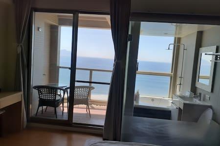 海邊小豪宅 超級無敵海景 高級裝潢 設備好 優質房源附音響