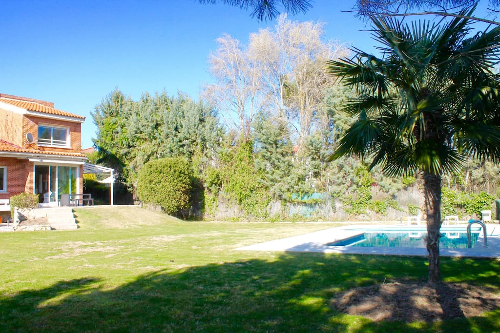Madrid haus with pool and garden chalets for rent in - Residencia boadilla del monte ...
