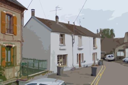 Maison de ville au coeur de Veneux - Veneux-les-Sablons - Hus