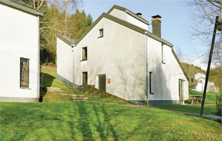 Semi-Detached with 3 bedrooms on 77 m² DHU404