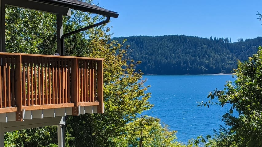 Hood Canal/Olympic Natl Forest Water View Getaway