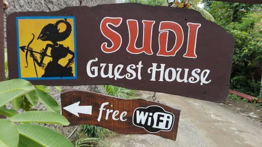 Sudi guest house  Standard FAN - Gerokgak - 家庭式旅館
