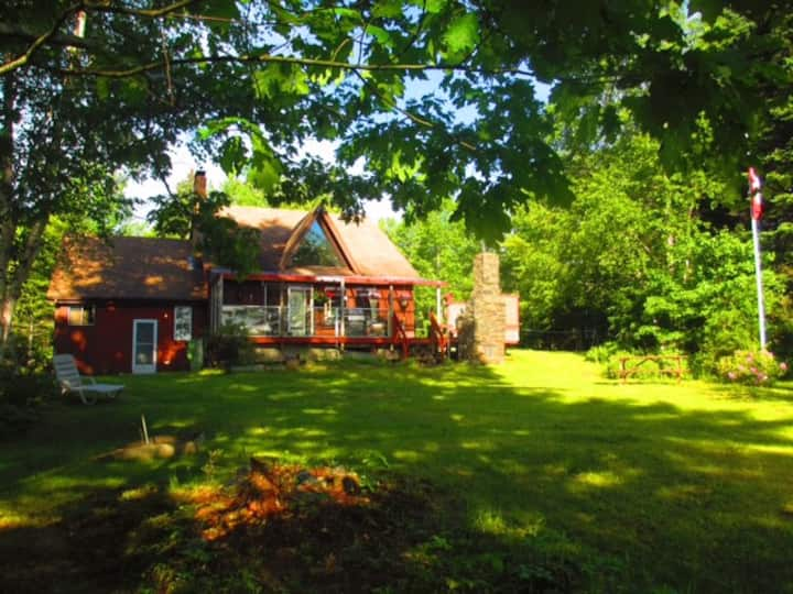 Lake Front Cottage, 15 Min from Mahone Bay, NS
