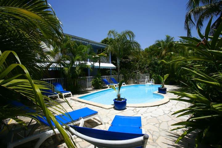 Beach access, large terrace & swimming pool - GP - Apartemen