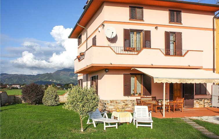 Semi-Detached with 3 bedrooms on 130m² in Lucca