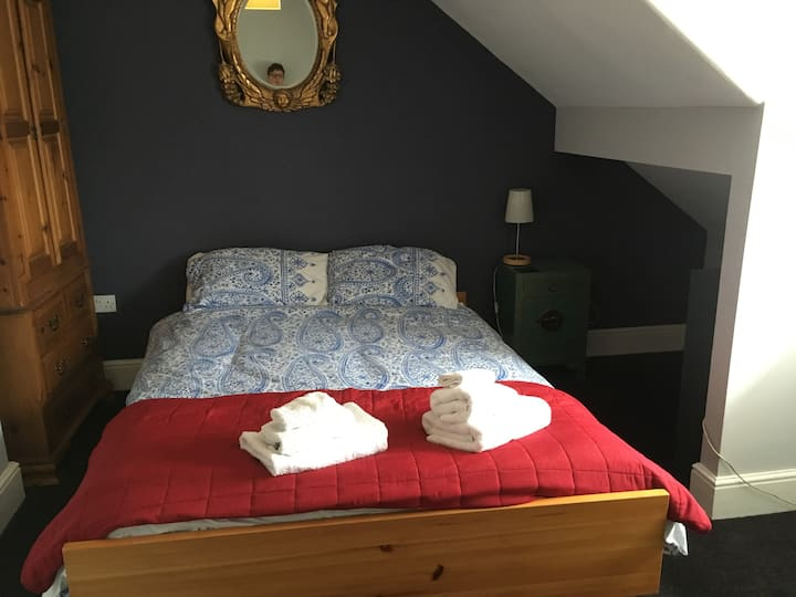 Lovely double room near conf centre, free parking