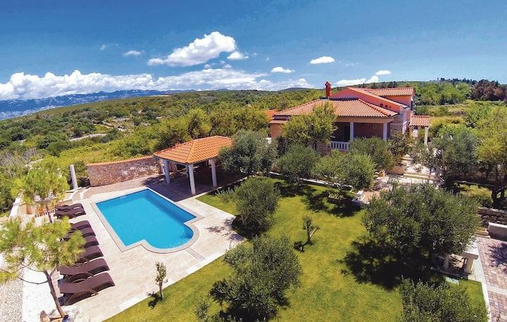 Villa Maria, beautiful villa with a pool