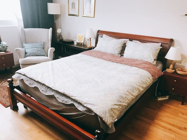Calm and Friendly Mary House's Brown room in seoul