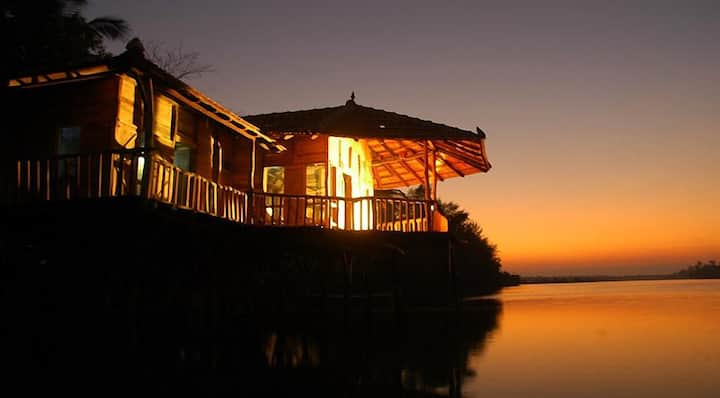 Kundapura Homestay: Backwater Stilt House