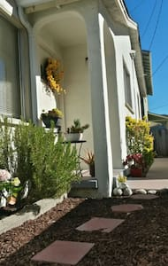 Excellent Downtown Location!!  Solo Traveler!! - Monterey