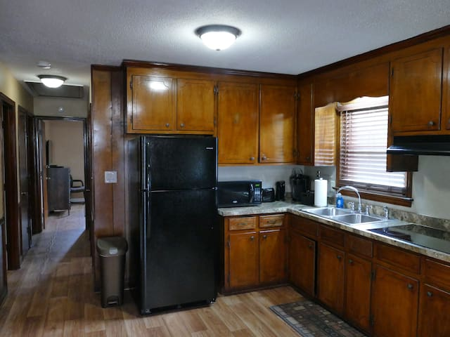 ROLLINGWOOD-Entire House-Cozy, Comfortable & Clean
