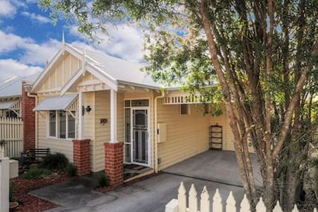 Modern 2 bedroom House - Healesville