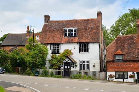 The Hopbine in former 16th cent inn - Lamberhurst, Tunbridge Wells