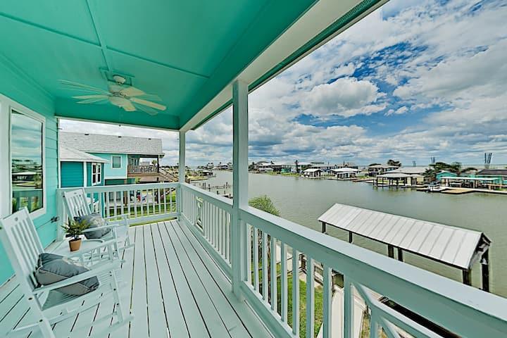 New Waterfront Home: Salt Lake & Copano Bay Views!