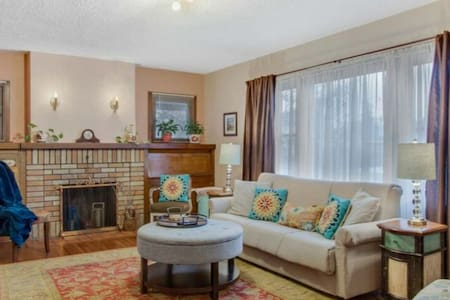 Cozy 2 bedroom home, easy access to downtown