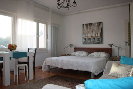 Studio-apartment Anđela - Marina - Pis