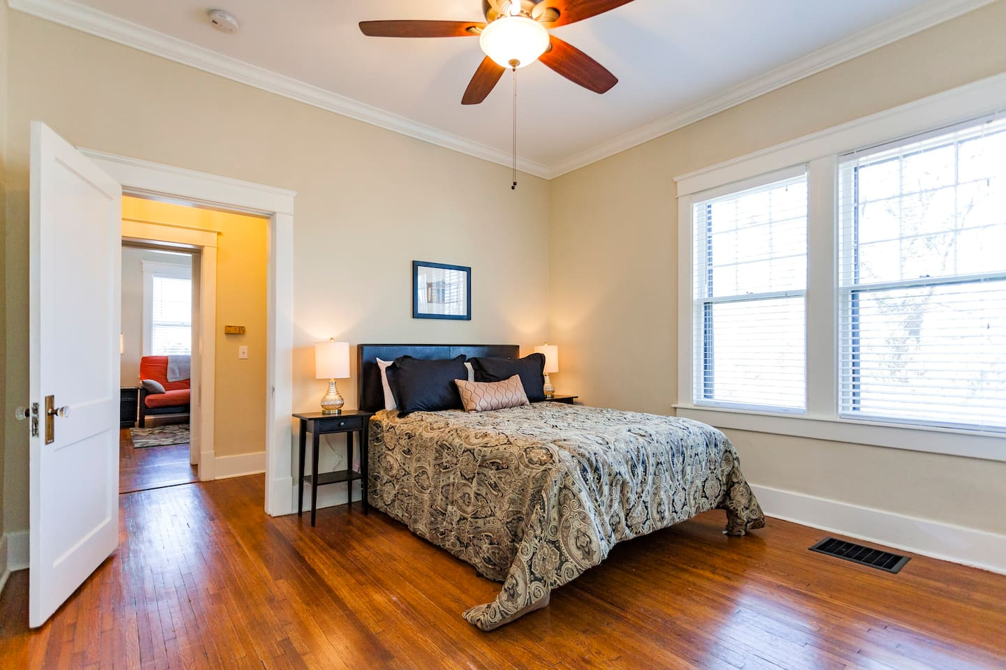 Very nice and roomy bedroom with a large closet