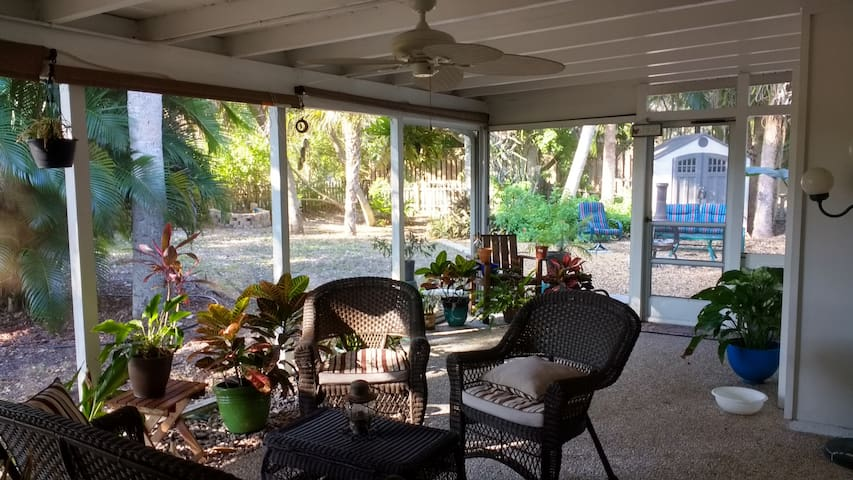 Beach Treasure - Bike to The Beach - Siesta Key - House