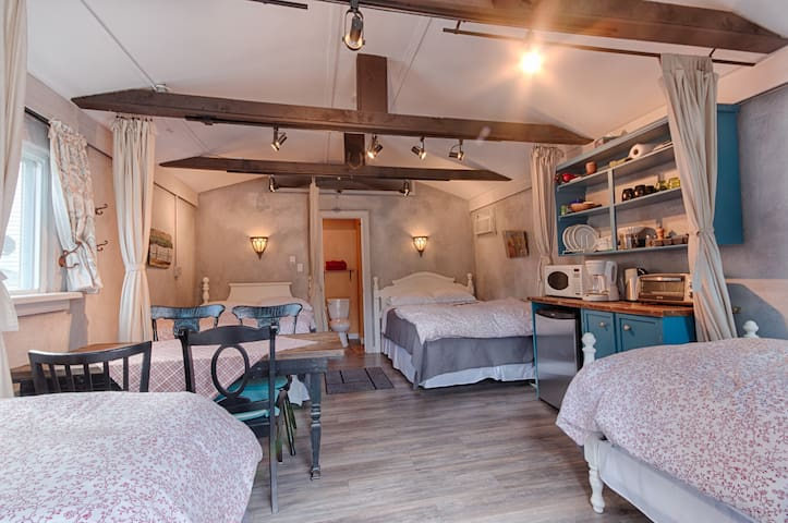 Auberge Old Chelsea B&B -Cabin