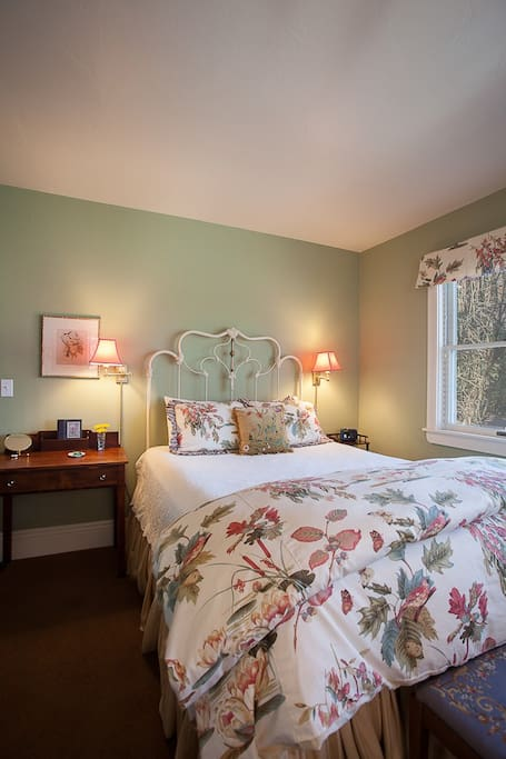 Ground floor room. Comfortable queen and twin beds.