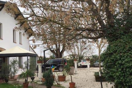 """Affittacamere """"LA CORTE"""" relax e natura - Faenza"""