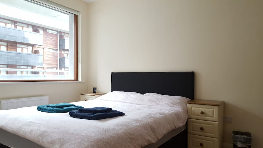 Comfortable and bright room in modern apartment - Dublin