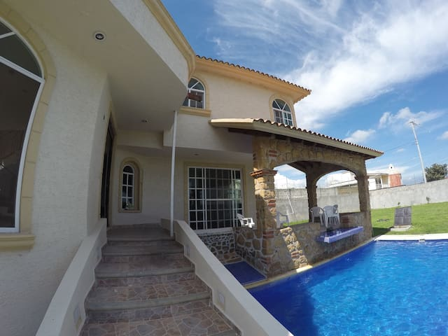Casa grande con alberca, jardín y jacuzzi - Tlayacapan - Hus