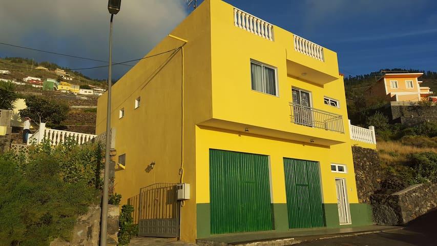 GERÄUMIGE DREIZIMMERWOHNUNG - Santa Cruz de Tenerife - Rumah