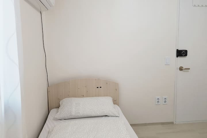 31 Living in Seoul -Downtown Quiet Private Room