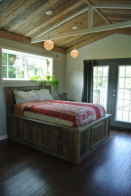 Ensuite bedroom with deck (upstairs)