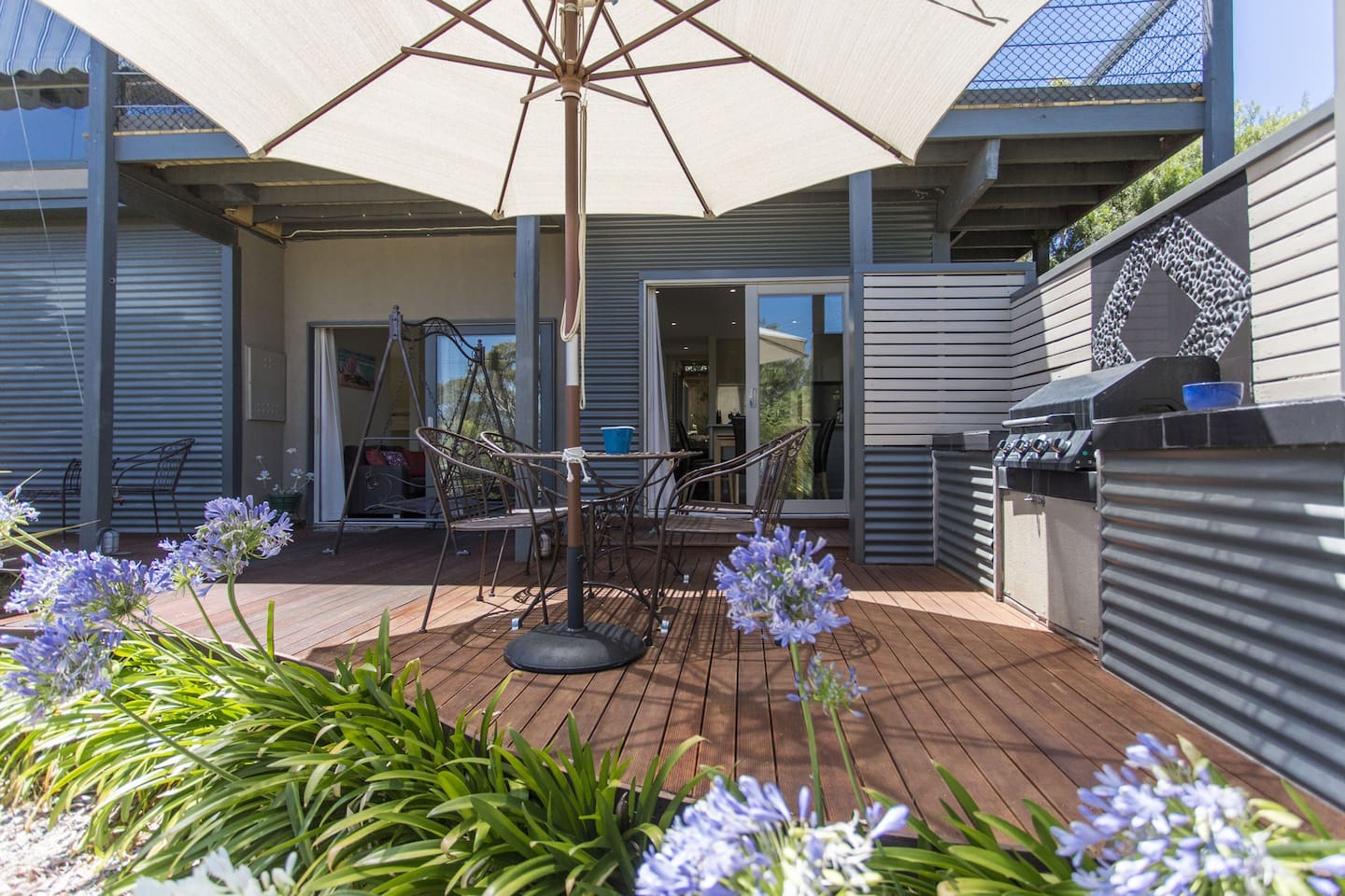 Front deck - enjoy a BBQ whilst listening to the countless bird species including Kookaburras.