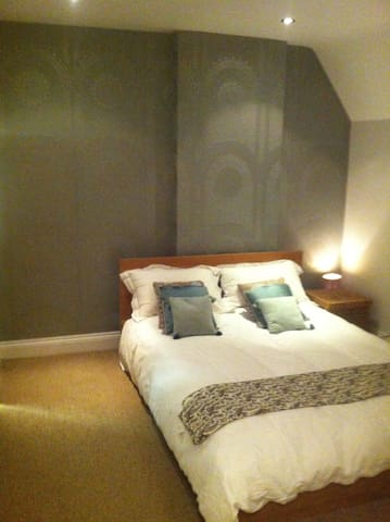 Large beautiful, charming dbl room. - Bournemouth - Hus