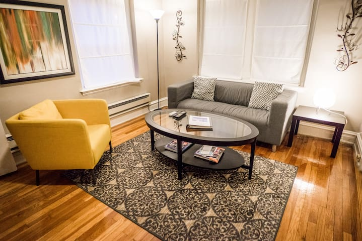 Cozy 2BR Apartment Near Barnes, Wash U, Clayton