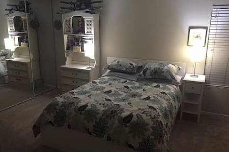 ❉ Master Bedroom in Burbank w/ Private Bathroom ❉ - เบอร์แบงก์