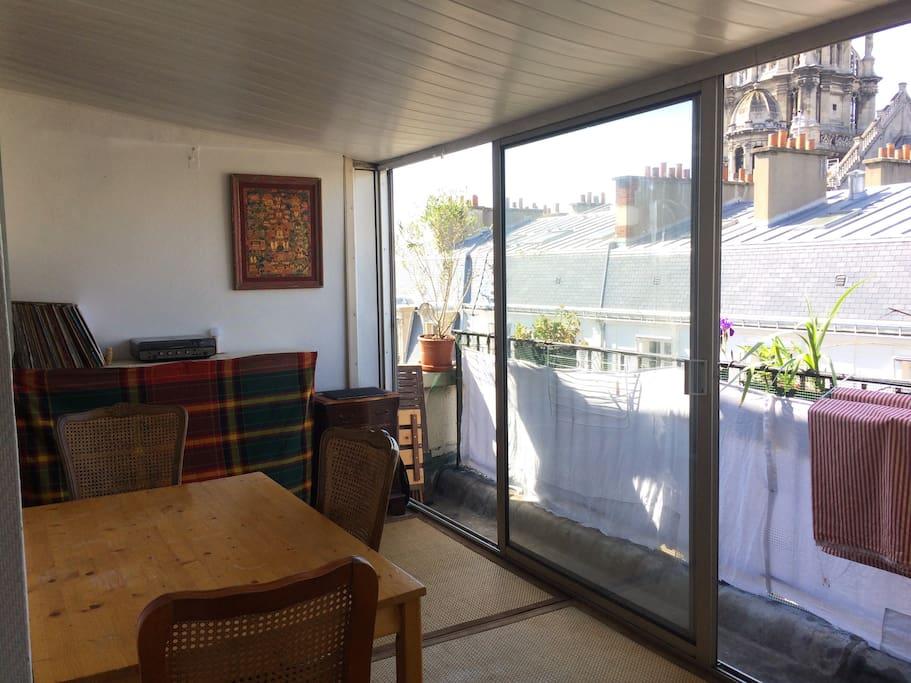 salon / balcony
